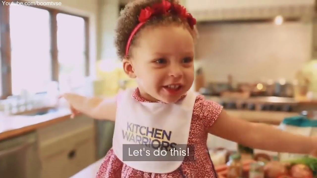 a5cb0e0165b8 Stephen Curry - Funny Family Moments 2019 - Boom Tivi - YouTube