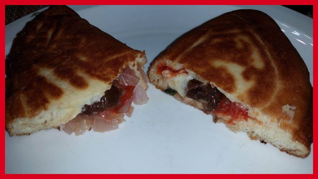 Panzerotti pugliesi fritti - Pizze fritte con mozzarella di bufala ...