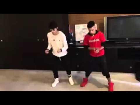 Erick Brian Colon y Dayron Pozo bailando Guachineo