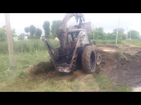 Решили навоз подгорнуть и чуть не утопили трактор ЮМЗ  в навозе