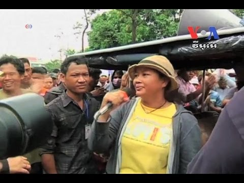 Thousands of Garment Workers Protest Over Pay កម្មកររោងចក្រកាត់ដេរធ្វើការតវ៉ា