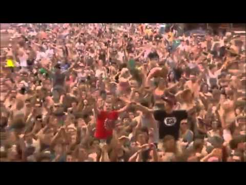 Bring Me The Horizon - Blessed with a curse live @ Reading Festival 2013