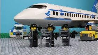 Lego SWAT - The Plane Robbery