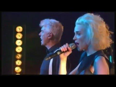 """David BYRNE & St VINCENT """"the party"""" + interview (sous-titres)"""