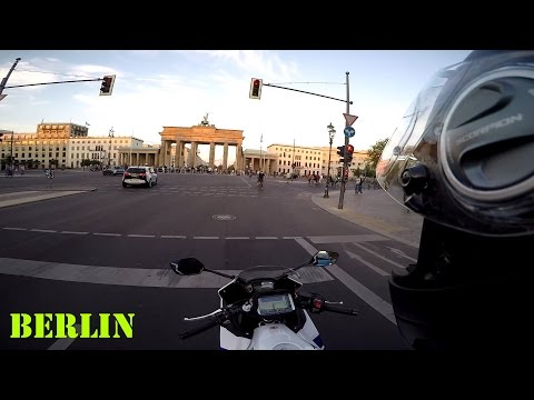 Kleine Fahrt durch Berlin zum Brandenburger Tor (Deutsch) | Piotrrr Moto
