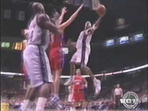 VC Nice lefty fingeroll vs Pistons 2006 season
