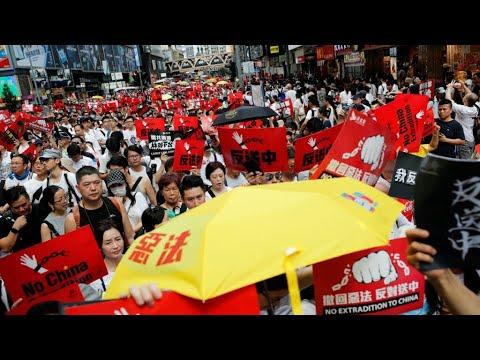 مسيرة ضخمة في هونغ كونغ احتجاجا على مشروع قانون تسليم المتهمين للصين  - 11:54-2019 / 6 / 10