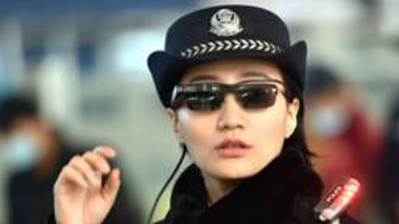 eb1a30641 Os Óculos De Reconhecimento Facial Da Polícia Chinesa Que Identificam  Suspeitos Em Tempo Real