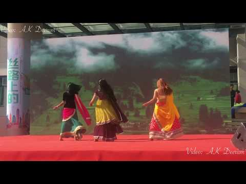 Pakistani and Indian girls beautiful mashup dance performance at UIBE