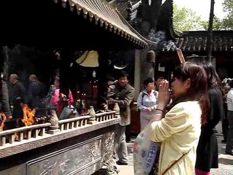 Life in Suzhou: Prayer at Hanshan Temple