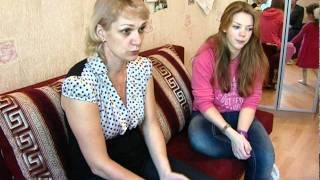 видео Обивка дивана из вельвета: особенности ухода