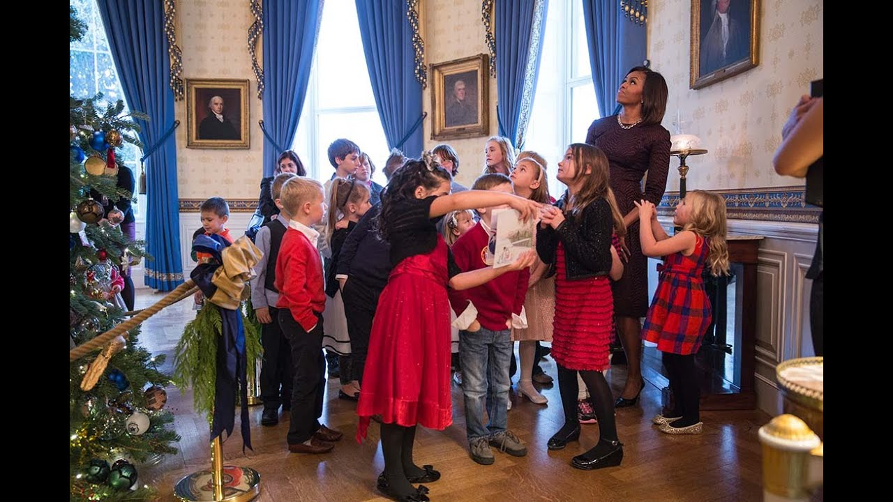 Holiday decorations at the white house are displayed during a press - The First Lady Previews The 2014 White House Holiday Decorations Youtube