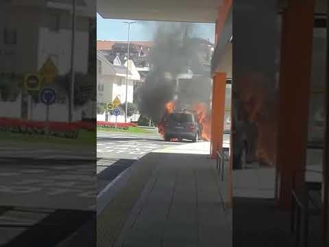 Incendio coche Valdecilla