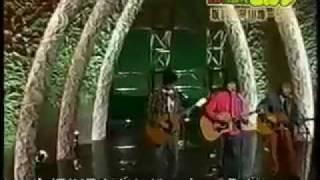 ( 画像があまりよくなくてすみません。)数十年前の名曲を歌う平川地と...