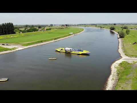 B&B Kasteel Doornenburg en omgeving in vogelvlucht.
