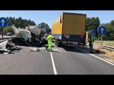 Cortada la autovía en Tui por la colisión de dos camiones