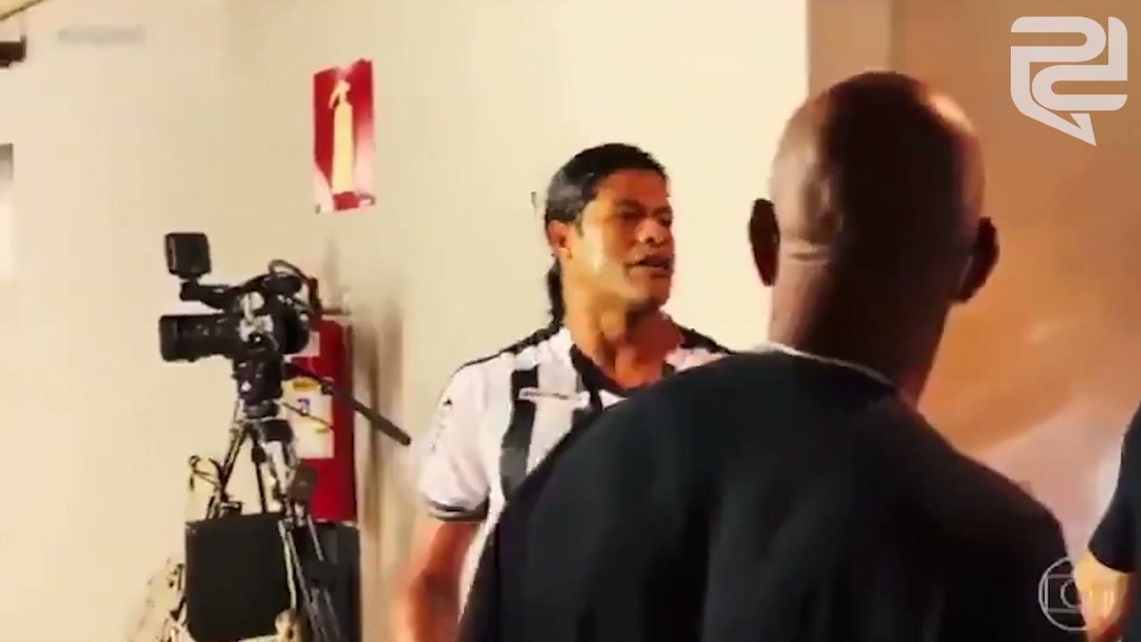 Briga entre Hulk e Wilian Pottker viraliza na internet. Ambos foram expulsos no clássico Mineiro