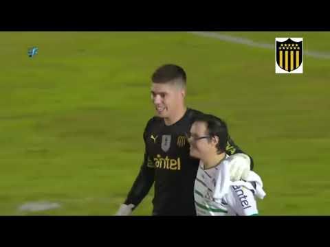 El precioso gesto del portero del Peñarol con un aficionado rival con síndrome de Down
