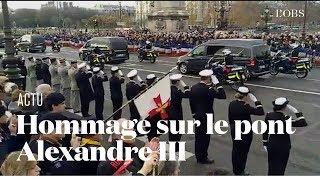 La foule rend hommage aux 13 militaires tués au Mali sur le pont Alexandre III à Paris