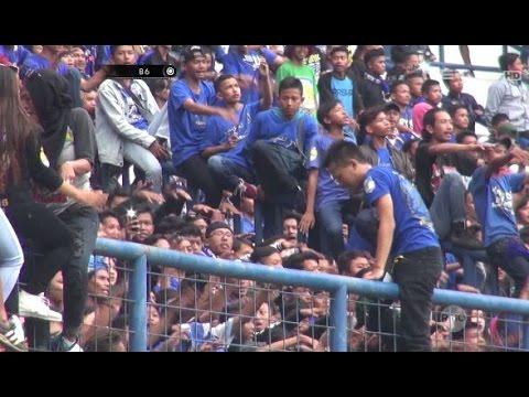 Balada Pertandingan Sepakbola, Bobotoh Suporter Loyal Persib Bandung - 86