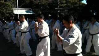 2011年1月30日、大洗神社での極真空手の奉納稽古。160名の極真会館茨城...