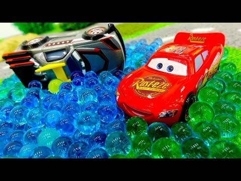 Молния МАКВИН — машинки ГОНКИ. #Машинки: тест-драйв по бездорожью! #Маккуин готовится к гонкам!
