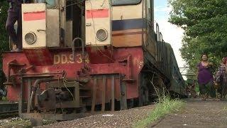HOP ABOARD BURMA'S 'SLOW TRAIN' - BBC NEWS