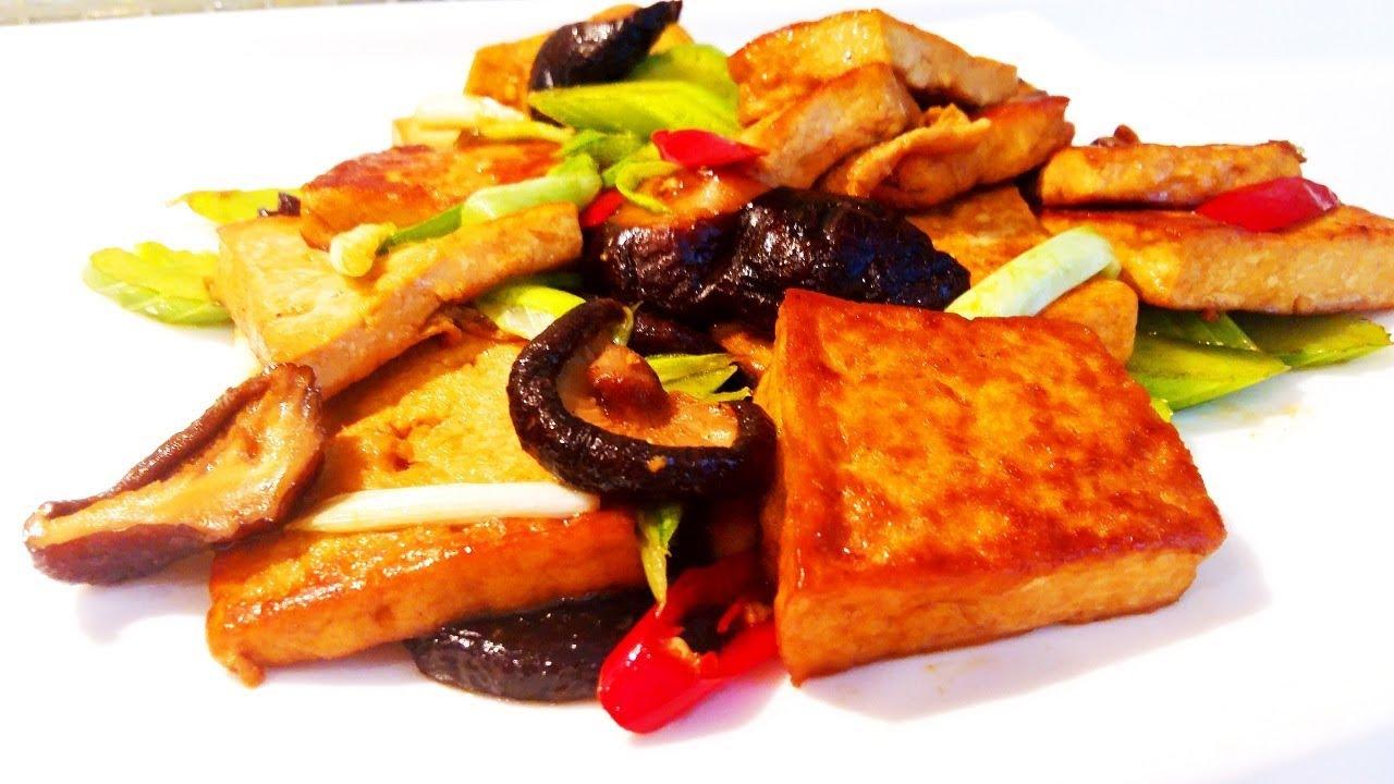 Китайская кухня.  Очень вкусный жареный тофу с грибами.