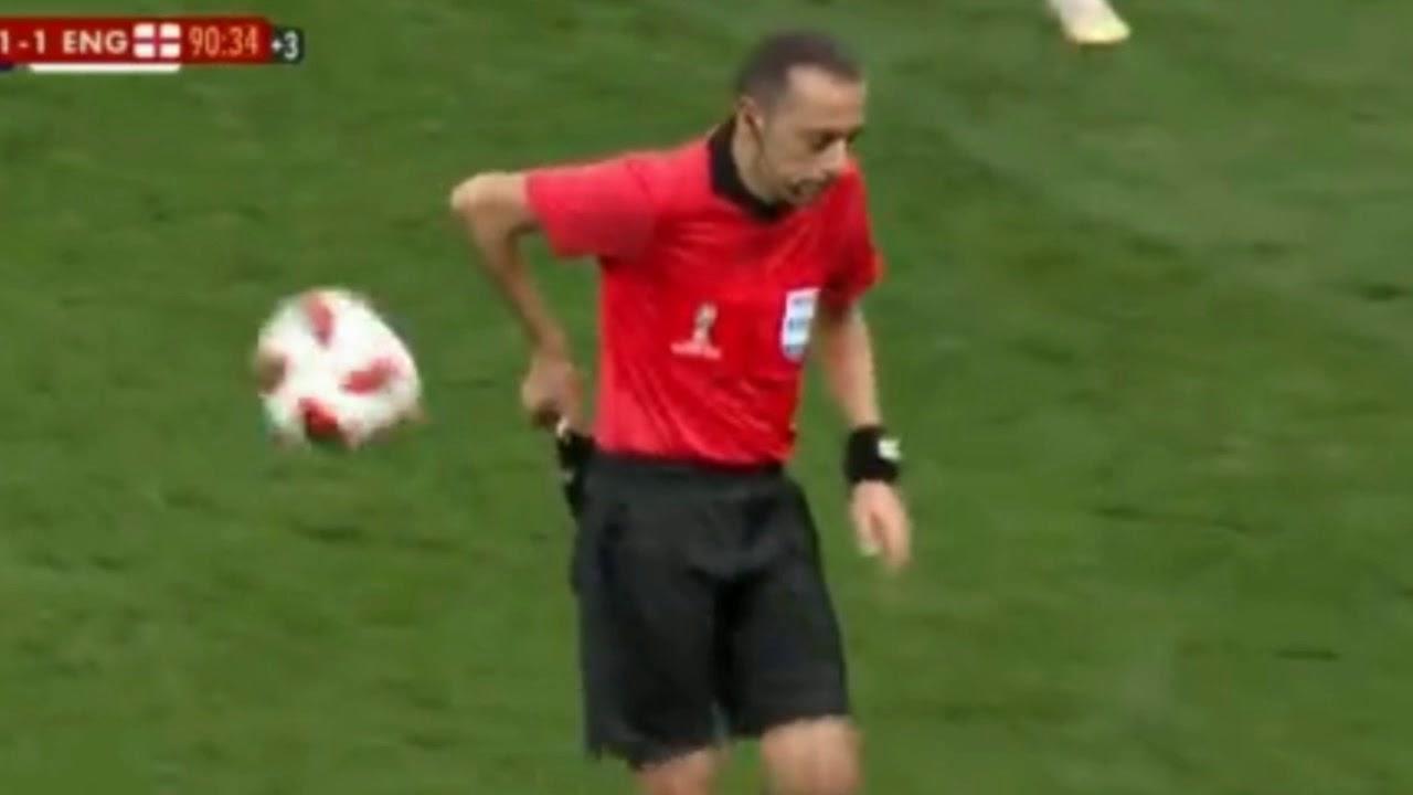 Cuneyt Cakir BULGE bulto - England vs Croatia HD