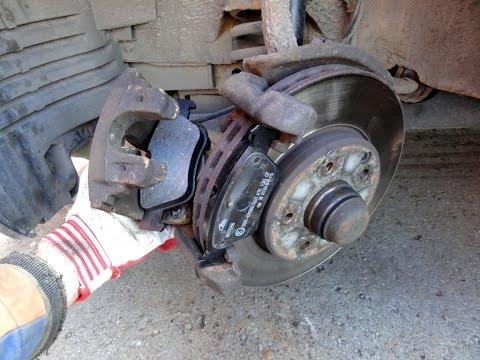 Замена передних колодок Mercedes W210 How To Change Front Brake Pads