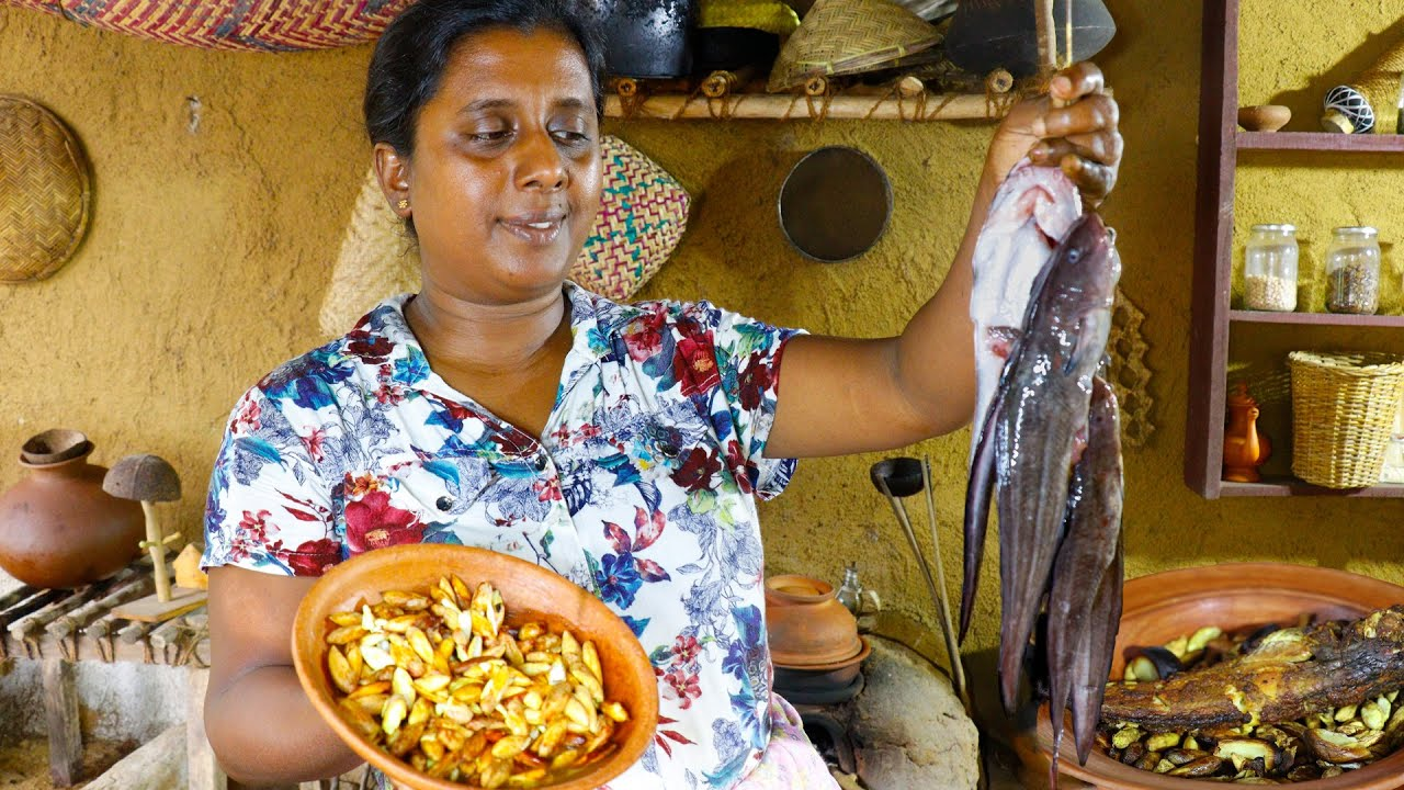 Let's make a delicious curry from the fish taken from a stream in Village .Village kitchen recipe
