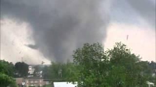 Tuscaloosa Tornado - 15th St Area - 042711 - 2.wmv thumbnail