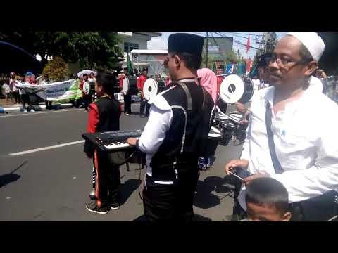 Parade drambem saat memperingati HARI SANTRI 22 oktober 2017 di lumajang. {RMB RASYA}.