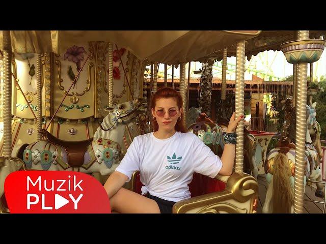 İpek Özcan - Dönsün Dünya (Official Video)