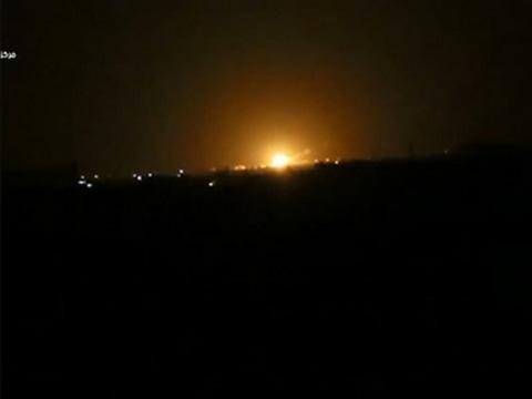 Raw: Large Explosion Shakes Damascus, Syria