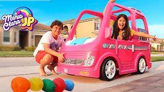 Maria Clara e JP esmagando coisas com carro de brinquedo ♥ kids smashing things with toy car