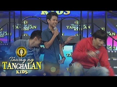 Tawag ng Tanghalan Kids: Robi pushes Vice Ganda off the stage