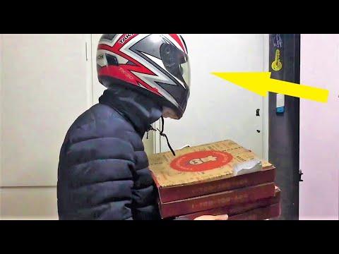 Женщине привезли ПИЦЦУ, но когда доставщик снял шлем, ей стало не до еды!