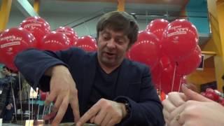 """Брекоткин Дмитрий: интервью на премьере фильма """"Везучий случай"""" в Петербурге"""