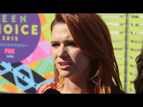 """Katie Stevens Teases """"Karmy"""" Moments on """"Faking It"""" Interview - Teen Choice 2015"""
