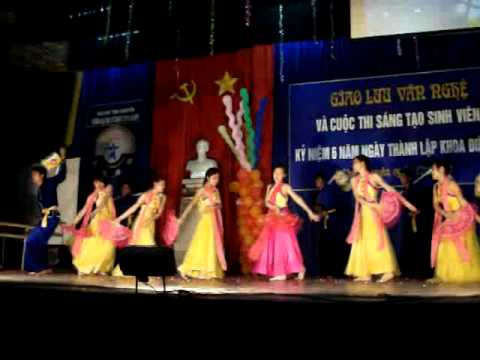 Yêu cái đèn cù - K44DVT2 múa (11/05/2011)