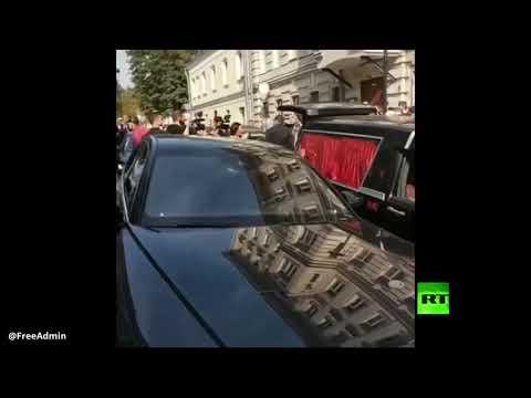 منافسة بوتين تحتفل بزفافها في سيارة دفن الموتى  - 16:54-2019 / 9 / 13
