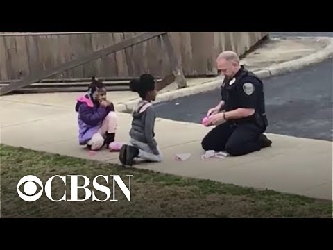 Cop Stops To Check If Girls Are Safe, Then Plays Dolls With Them