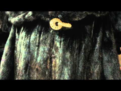 Норковая шуба с капюшоном  эксклюзивной модели рукава летучая мышь