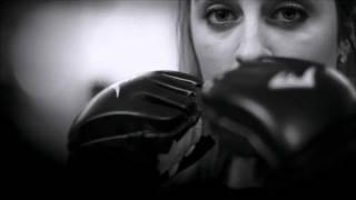 Кикбоксинг [тренировка у женщин](тренировка в одном из кикбоксерских клубов., 2012-01-08T10:30:32.000Z)