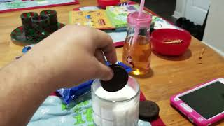 HOW TO EAT AN OREO COOKIE ACCORDING TO VIOLET! 😁😁😁