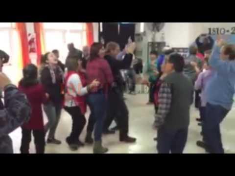 Mirá el baile de cumbia del intendente Tortoriello con abuelos