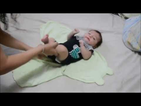 How To Swaddle A Baby With The Swaddleme Blanket Youtube