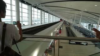 デトロイト空港内にモノレールが走ってる!1