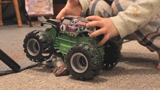 HOTWHEELS JUMPER MONSTER TRUCK GRAVE DIGGER Slow Motion Crashes!